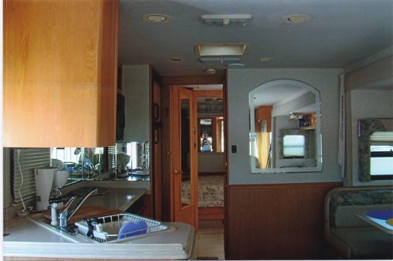2004 National RV Sea Breeze LX 8321