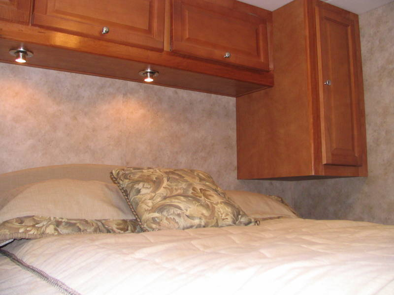 Brilliant 2008 Gulf Stream Yellowstone 8359 Class A  Gas RV For