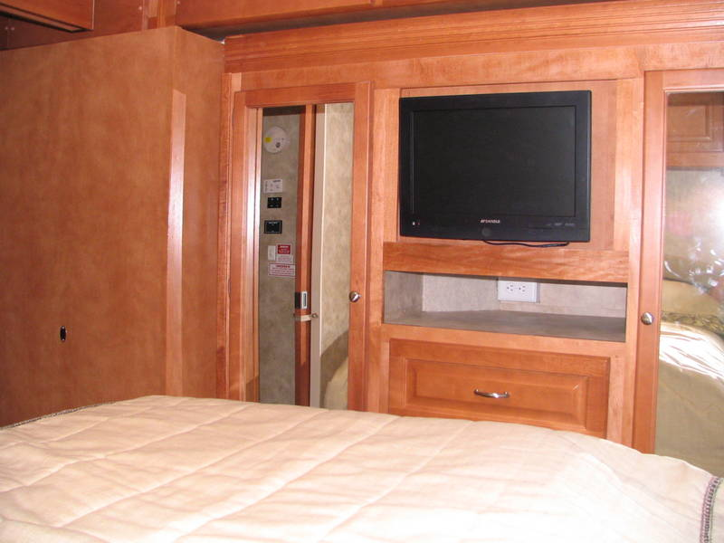Awesome 2008 Gulf Stream Yellowstone 8359 Class A  Gas RV For