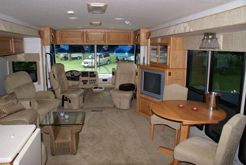 2005 Winnebago Adventurer 38J