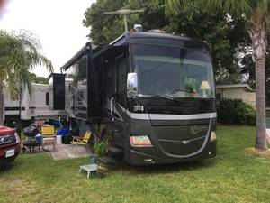 2009 Fleetwood Discovery 37D