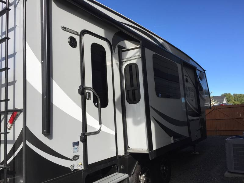 2016 Outdoors RV Glacier Peak F26RKS Wallowa