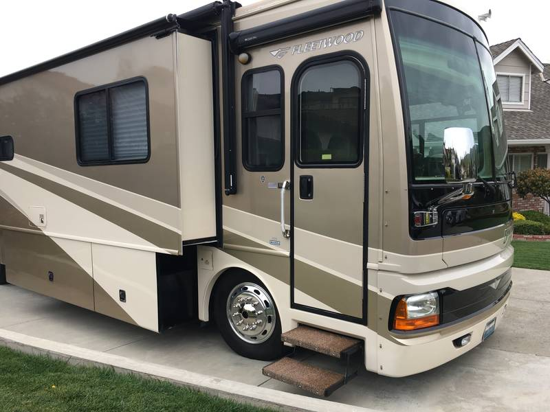 2006 Fleetwood Discovery 39S