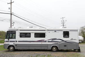 1999 Winnebago Adventurer 30WQ