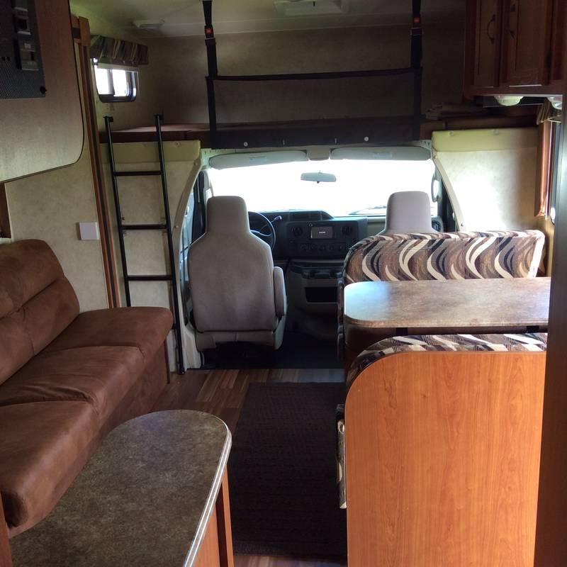2012 Coachmen Freelander 32BH 450 Ford