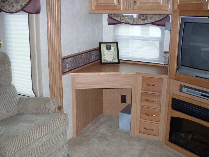 2006 NuWa Hitchhiker 345QGRLR