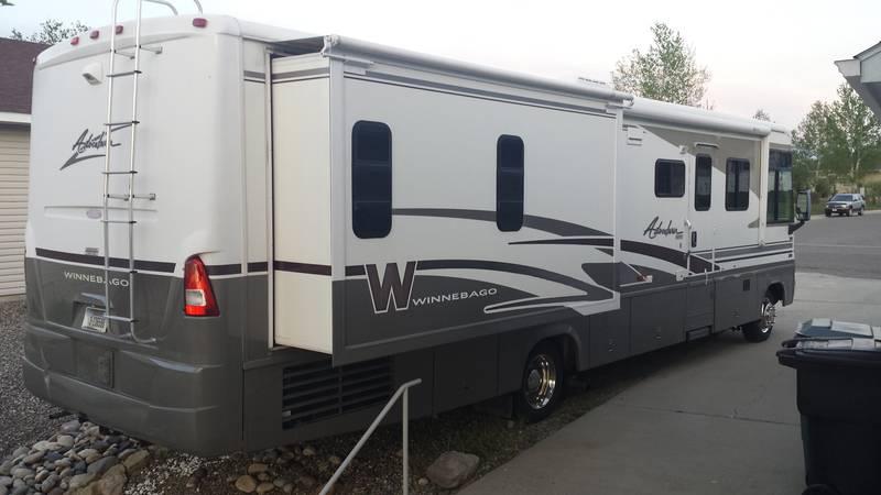 2003 Winnebago Adventurer 35U