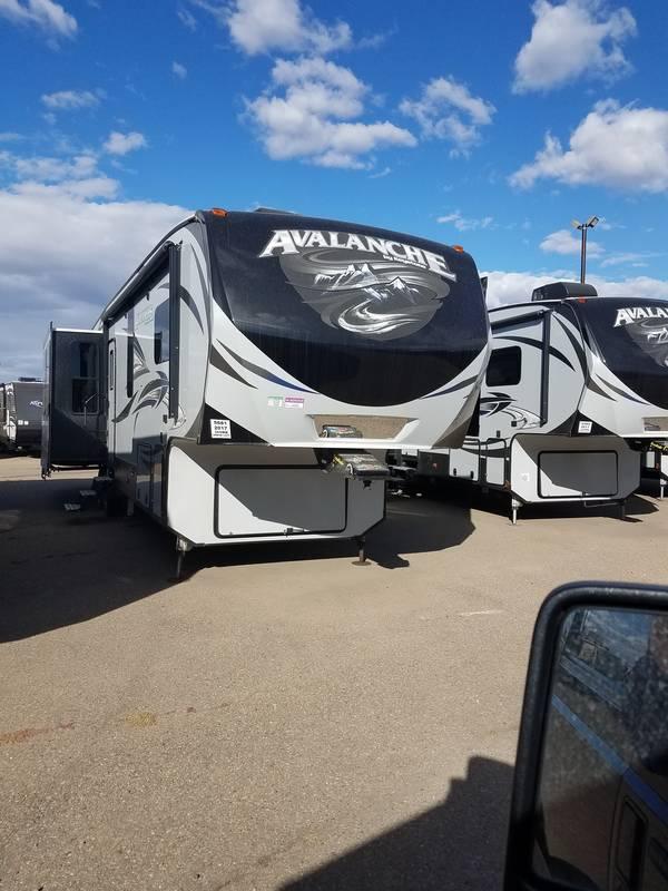 2017 Keystone Avalanche 365MB