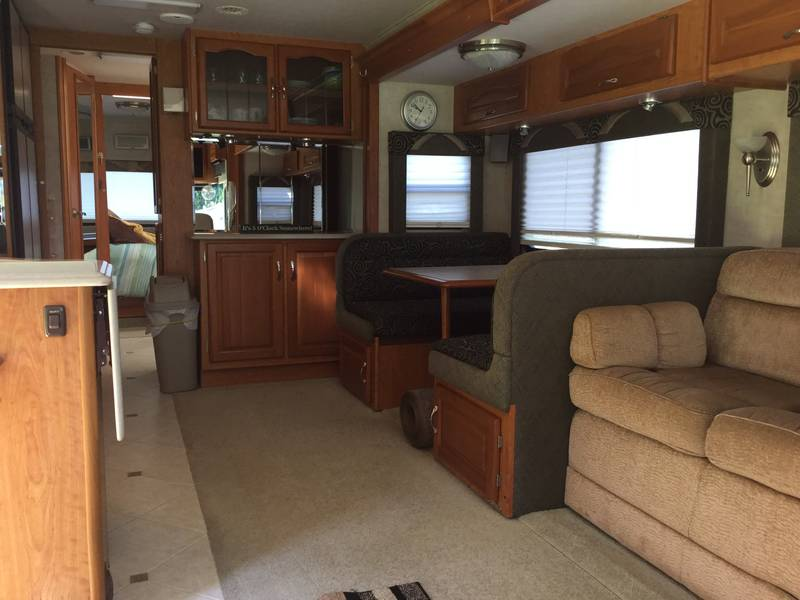 2005 National RV Dolphin LX