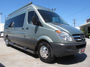 2012 Roadtrek Adventurous RS w/Only 22k MI.