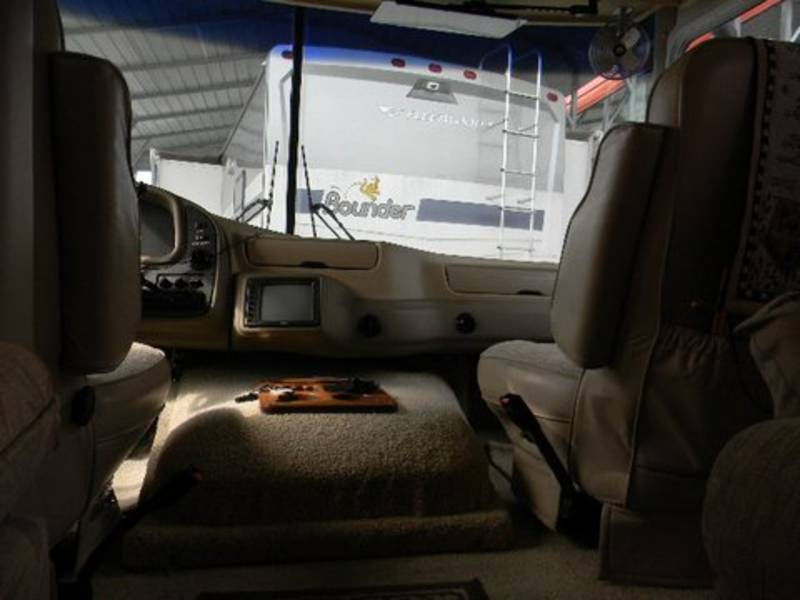 2001 National RV Dolphin 5350