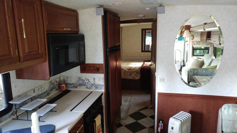 2004 Winnebago Adventurer 35U