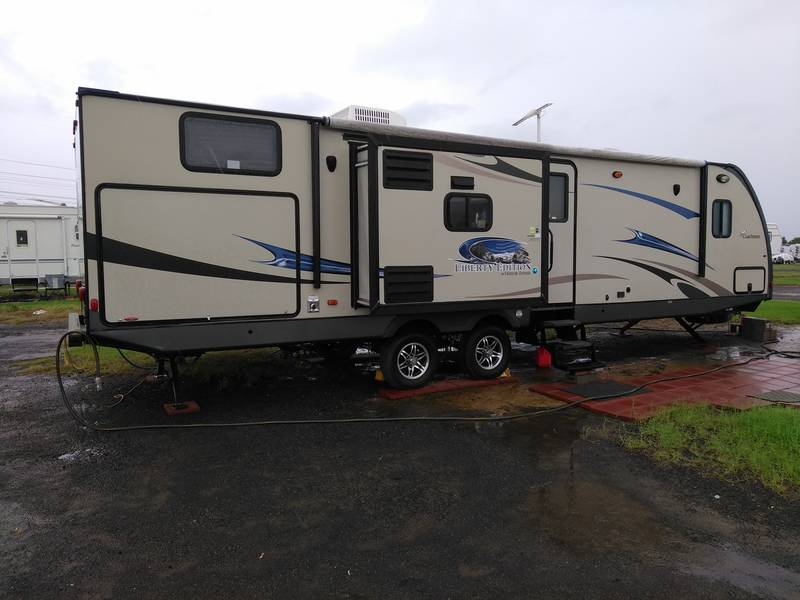 2014 Coachmen Freedom Express Liberty Edition 320BHDS