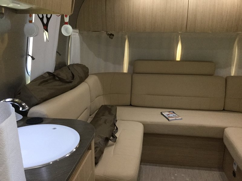 2017 Airstream flying cloud 26U Twin