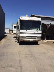 2002 Winnebago Adventurer G32V