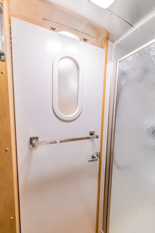 2015 Airstream Flying Cloud 23FB Queen Bed