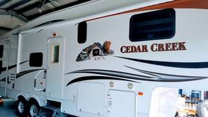 2009 Forest River Cedar Creek Silverback 33LBHTS