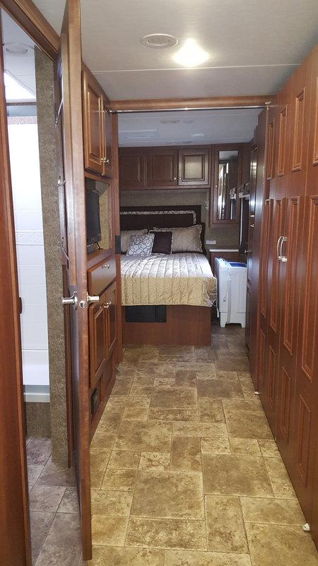 2014 Thor Motor Coach Palazzo 33.3 Bunkhouse