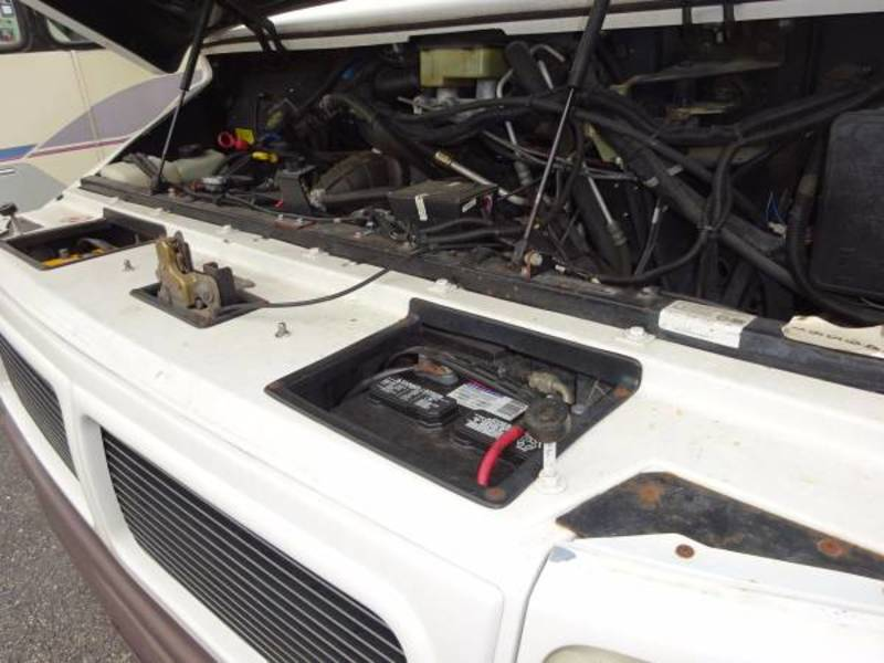 1999 Dynamax Isata A280 Touring Sedan