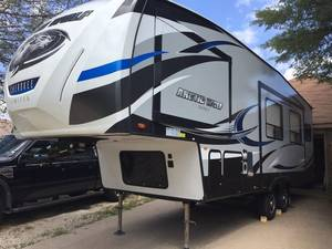 2017 Forest River Cherokee Arctic Wolf 265DBH8