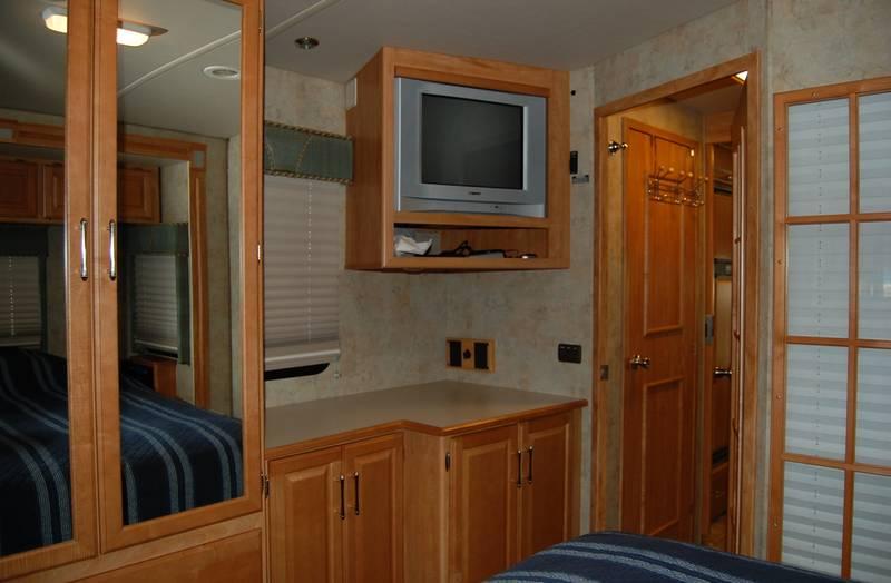 2006 Winnebago Adventurer 35A