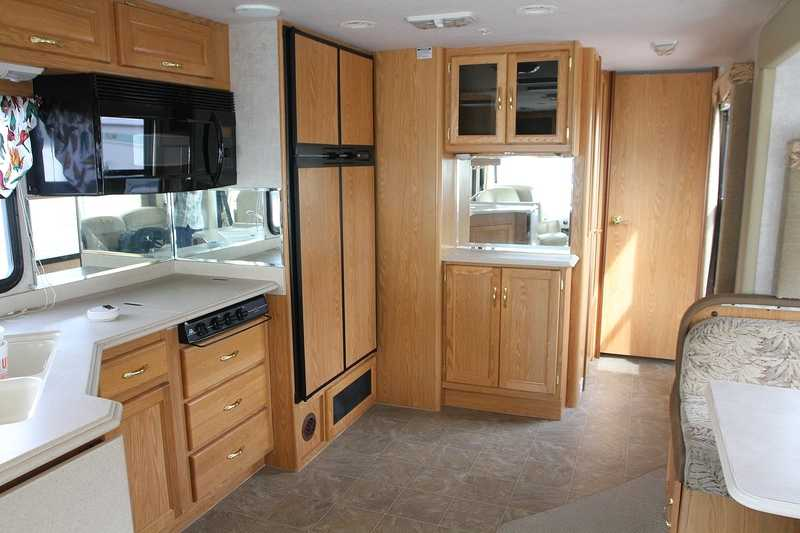 2005 National RV Sea Breeze LX 8360