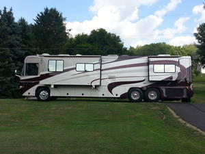 2004 Country Coach Allure Newport 370