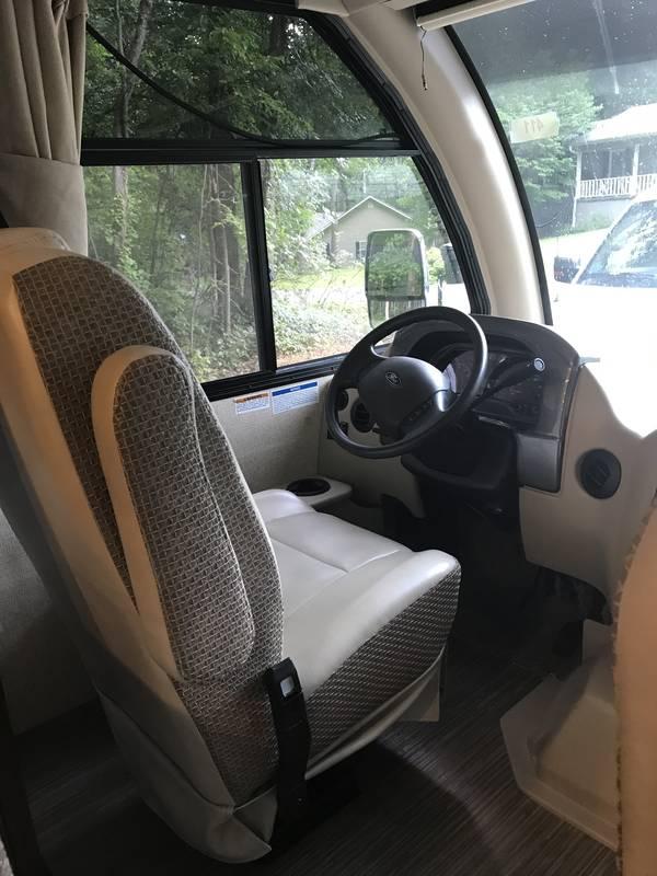 2017 Thor Motor Coach Axis 25.4