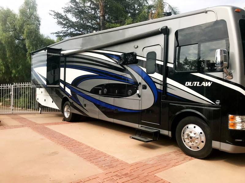 2016 Thor Motor Coach Outlaw 38RE