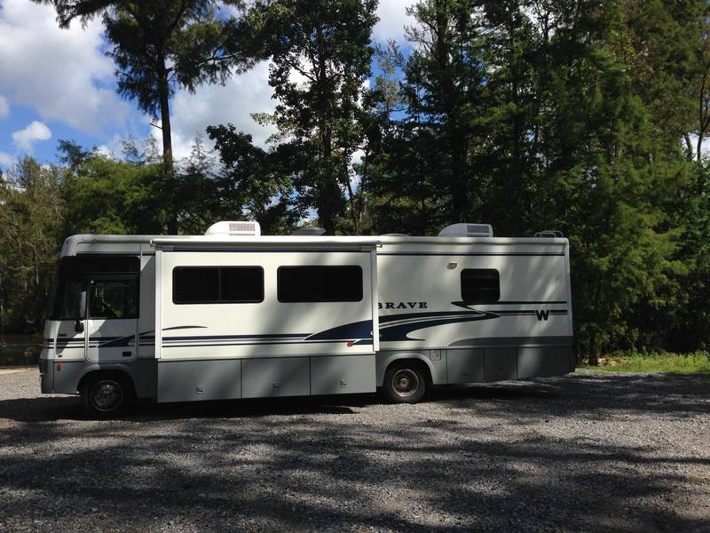 2004 Winnebago Brave WPF32V