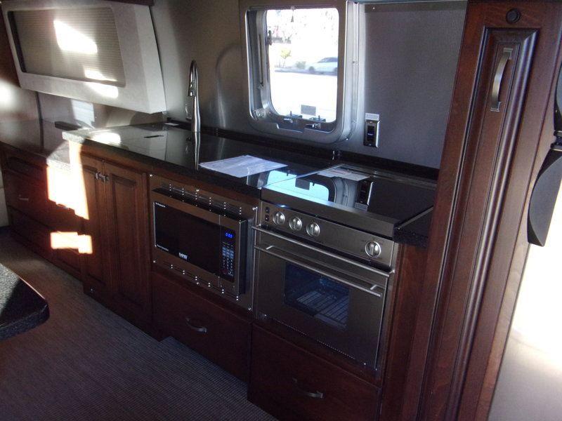 2018 Airstream Classic 33 FB Twin