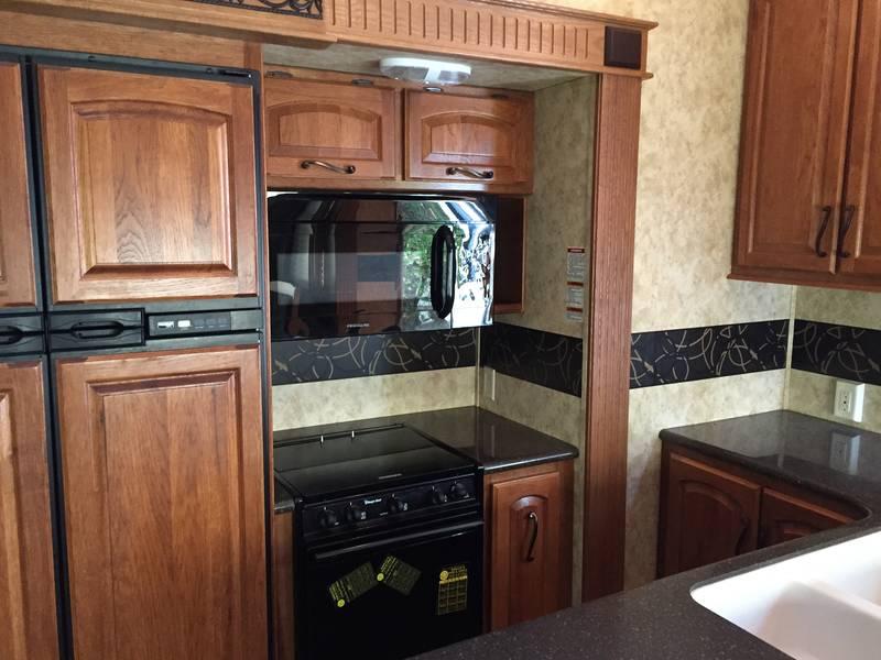 2012 Keystone Montana 3700RL