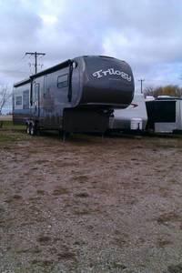 2012 Dynamax Trilogy 3800RL