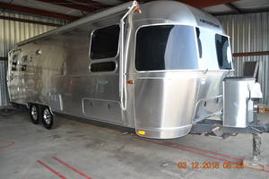 2016 Airstream Flying Cloud 27FB Twin
