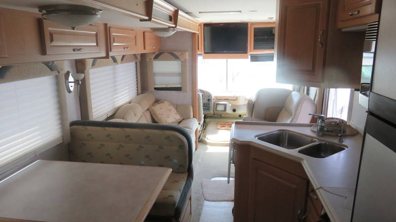 2005 National RV Dolphin 5355