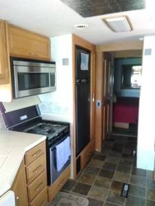 2005 Winnebago Adventurer 33 V 8.1