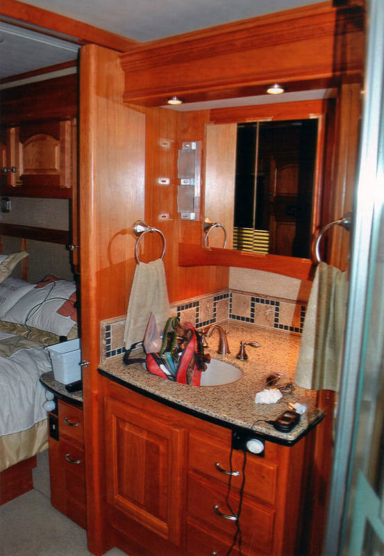 2007 Country Coach Magna Rembrandt