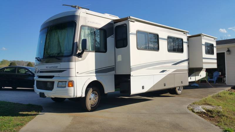 2004 Fleetwood Flair 34f