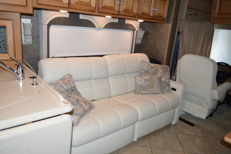 2014 Winnebago Adventurer 32H