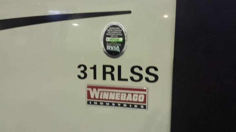 2016 Winnebago Ultralite 31RLSS