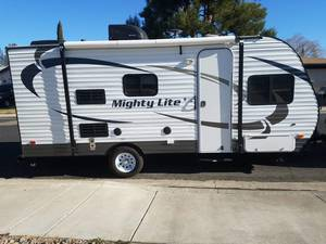 2015 Pacific Coachworks Mighty Lite White