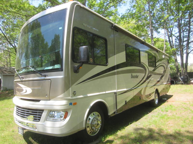 2014 fleetwood bounder 33c class a gas rv for sale by owner in miller place new york rvt. Black Bedroom Furniture Sets. Home Design Ideas