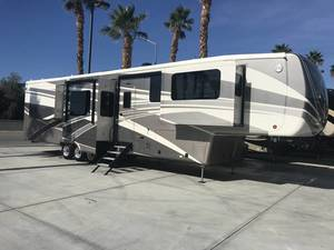 2018 DRV Mobile Suites Nashvil