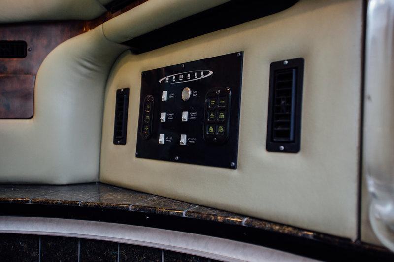 2005 Newell Newell 47L Quad Slide Bath and a Half