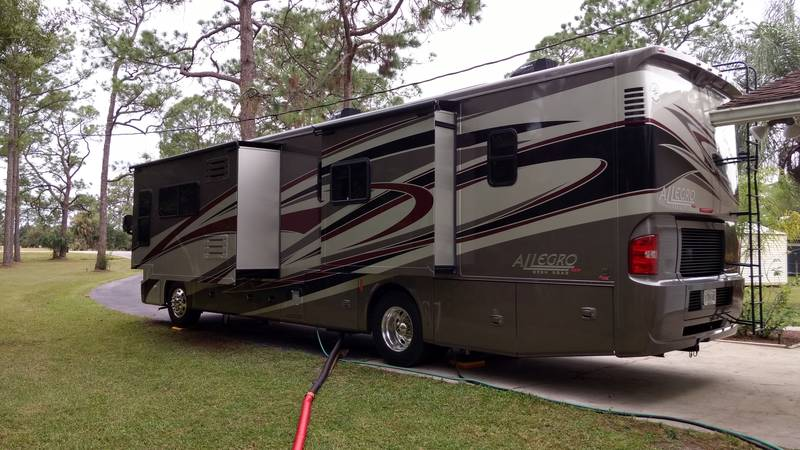 2013 Tiffin Allegro RED 38QRA