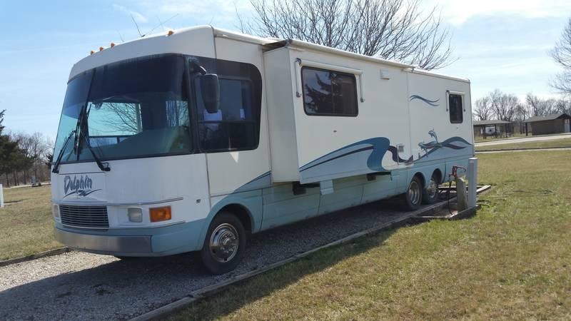 2000 National RV Dolphin 5371