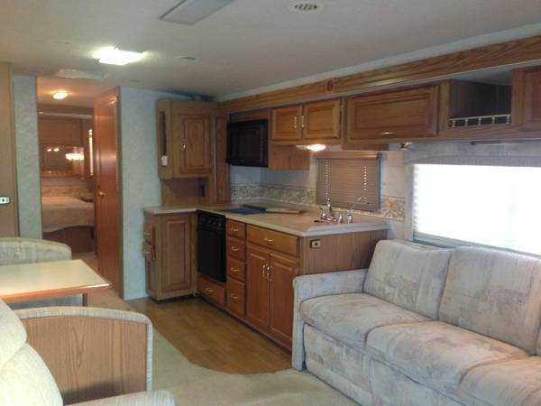 2000 Winnebago Journey