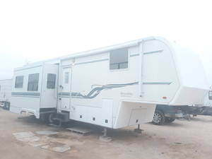 2002 King of the Road Royalite 34BW