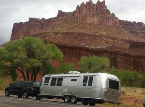 2010 Airstream Flying Cloud 30 Queen