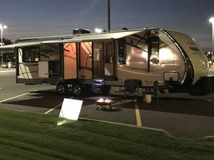 2015 Coachmen Freedom Express Liberty Edition 293RLDS